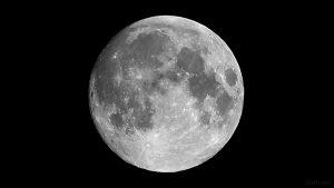99,2% beleuchteter zunehmender Mond am 27. Juli 2018 um 00:17 Uhr