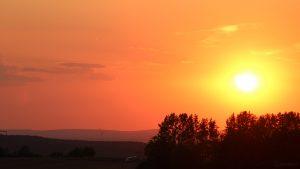 Untergehende Sonne mit Blick in den Spessart am 27. Juli 2018 um 20:53 Uhr