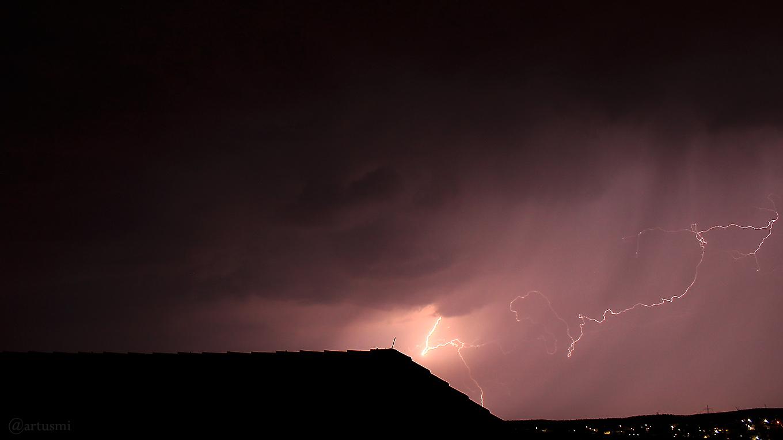 Erste Aufnahme eines Blitzes im Jahr 2018 und die Hoffnung auf Regen