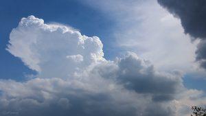 Sich auftürmende Cumulonimbus am 4. August 2018 um 15:46 Uhr