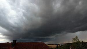 Lokales Tief mit markanten Wolken am 13. August 2018 um 19:08 Uhr