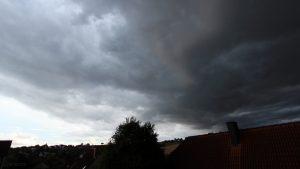 Lokales Tief mit markanten Wolken am 13. August 2018 um 19:10 Uhr