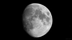Zunehmender Mond am 22. August 2018 um 21:07 Uhr, ein Tag nach der Sichtbarkeit des Goldenen Henkels