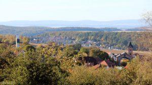 Eisingen am 29. September 2018 um 16:01 Uhr. Im Hintergrund ist ein Teil von Waldbrunn zu sehen.