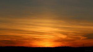 Lichtsäule nach Sonnenuntergang am 29. September 2018 um 19:08 Uhr