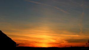 Lichtsäule nach Sonnenuntergang am 29. September 2018 um 19:10 Uhr