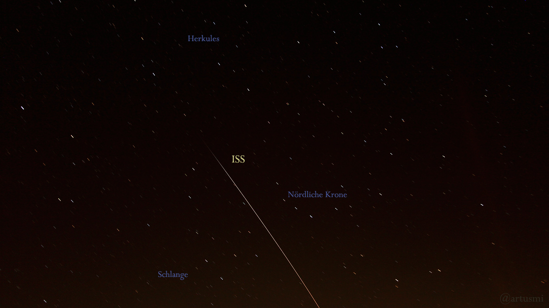 ISS fliegt in den Erdschatten – Milchstraße mit Mars und Saturn