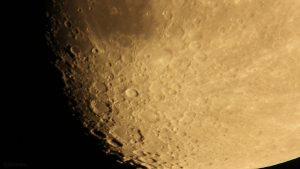 Kraterlandschaft am 19. Oktober 2018 um 20:10 Uhr am Südpol des zunehmenden Mondes