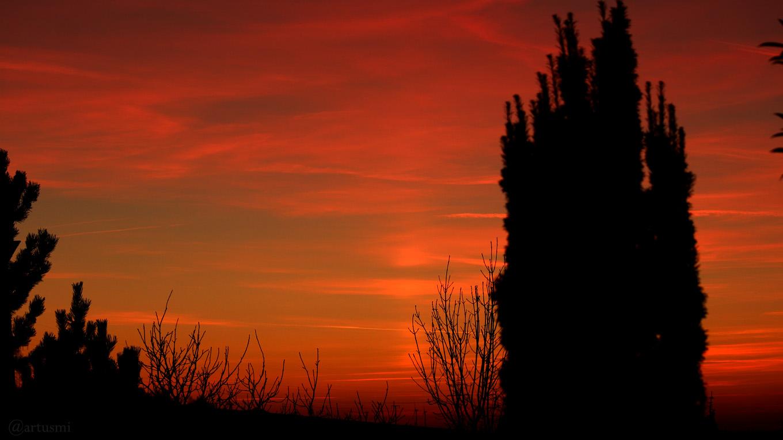 Abendrot mit schwacher Lichtsäule am 17. Februar 2019 um 17:59 Uhr