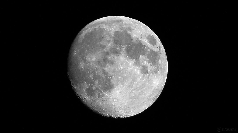 Zunehmender Mond am 18. April 2019 um 01:01 Uhr