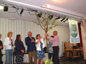 Übergabe des Apfelbaums aus Bernières-sur-Mer am 31. Mai 2003