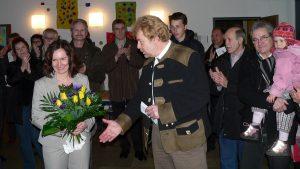 Ursula Engert und Kontrahent Bernhard Lobinger nach der Bürgermeisterwahl am 16. März 2008