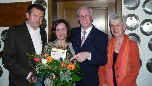 Eisingens First Lady und künftige 1. Bürgermeisterin Ursula Engert mit ihrem Ehemann Harald Lederer (links) und ihrem bisherigen Chef, dem 1. Bürgermeister von Höchberg, Peter Stichler, mit Gattin Elli Stichler am 16. März 2008