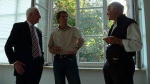 1. Bürgermeister Peter Stichler (Höchberg), Eberhard Blenk und Prof. Dr. Herbert Ludwig während der Vernissage am 16. Mai 2008 im Erbachshof