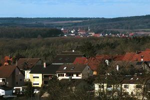 Blick zum sechs Kilometer entfernten Nachbarort Hettstadt.
