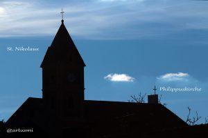 Ökumene in Eisingen - St. Nikolauskirche und Spitze des Turms der Philippuskirche.