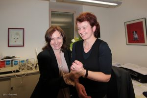 Bürgermeisterin Ursula Engert und Wahlleiterin Angela Kuhn im Eisinger Rathaus.