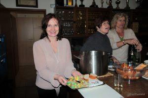 Eine glückliche Bürgermeisterin Ursula Engert im TSV-Sportheim.