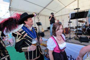 1. Bürgermeisterin Ursula Engert eröffnet das Backhäuslesfest am 27. Juni 2014