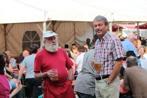 Gerhard Müller und Alfred Henning beim 37. Eisinger Backhäuslesfest