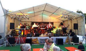 """Blaskapelle """"Die Eisinger"""" beim 37. Eisinger Backhäuslesfest"""