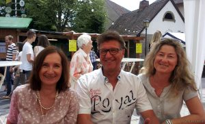 Am Sonntagnachittag beim 39. Eisinger Backhäuslesfest - 1. Bürgermeisterin Ursula Engert (links im Bild)