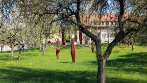 Parkanlage im Weiler Erbachshof am 18. April 2014