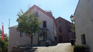 Rathaus und St. Nikolauskirche am 26. Juli 2018