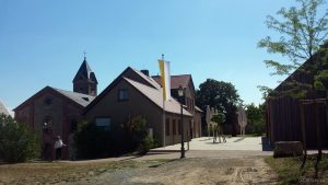 St. Nikolauskirche, kath. Pfarramt und neuer Pfarrsaal am 26. Juli 2018