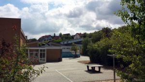 Pausenhof der Grundschule Eisingen-Waldbrunn am 14. August 2018