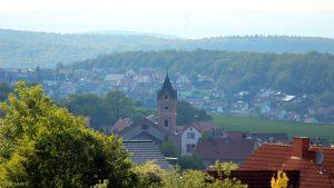 Kath. Pfarrkirche St. Nikolaus und Rathaus Eisingen am 17. Mai 2019