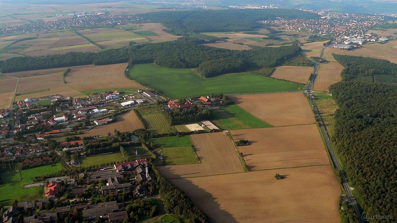 Erbachshof und B 27 Richtung Höchberg