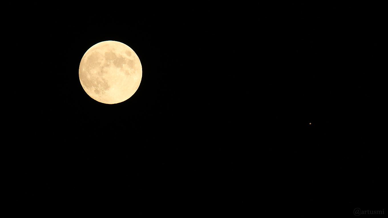 Konstellation Mond und Planet Jupiter am 16. Juni 2019 um 22:45 Uhr