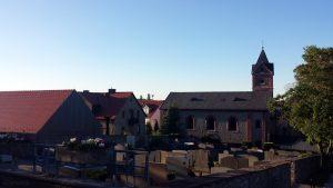 Alter Friedhof und St. Nikolauskirche in Eisingen