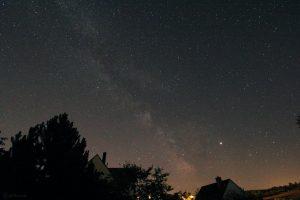 Die Milchstraße, Saturn und Jupiter am 29. Juni 2019 um 00:40 Uhr am Südhimmel von Eisingen.