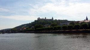 Alte Mainbrücke und Festung Marienberg in Würzburg am Main
