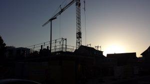Sonnenaufgang an der Großbaustelle des neuen Dorfzentrums am 14. Oktober 2019 um 08:27 Uhr