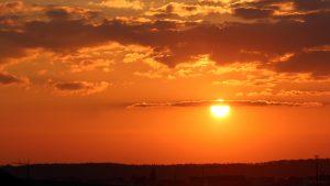 Untergehende Sonne am 19. März 2020 um 18:16 Uhr