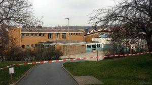 Wegen Coronavirus geschlossenes Schulhaus in Eisingen am 20. März 2020