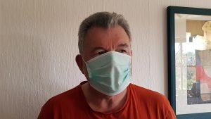 Artur mit Atemschutzmaske