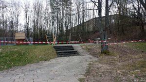 Gesperrter Spielplatz am Feuerwehrgerätehaus in Eisingen am 29. März 2020