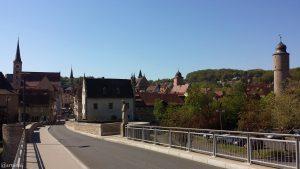 Auf der Alten Mainbrücke in Ochsenfurt am 23. April 2020 um 11:12 Uhr