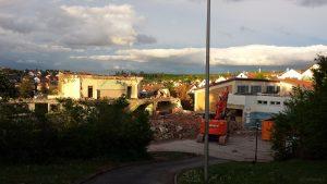Abriss auf dem Gelände des Schulhauses in Eisingen am 30. April 2020