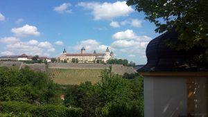 Blick vom Käppele zur Festung Marienberg in Würzburg am Main