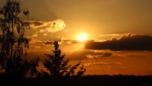 Untergehende Sonne am 25. Mai 2020 um 20:41 Uhr am Westhimmel von Eisingen