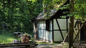 Waldhütte im Irtenberger Forst