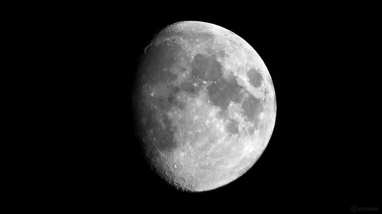 Zunehmender Mond mit Goldenem Henkel am 30. Juli 2020 um 21:55 Uhr
