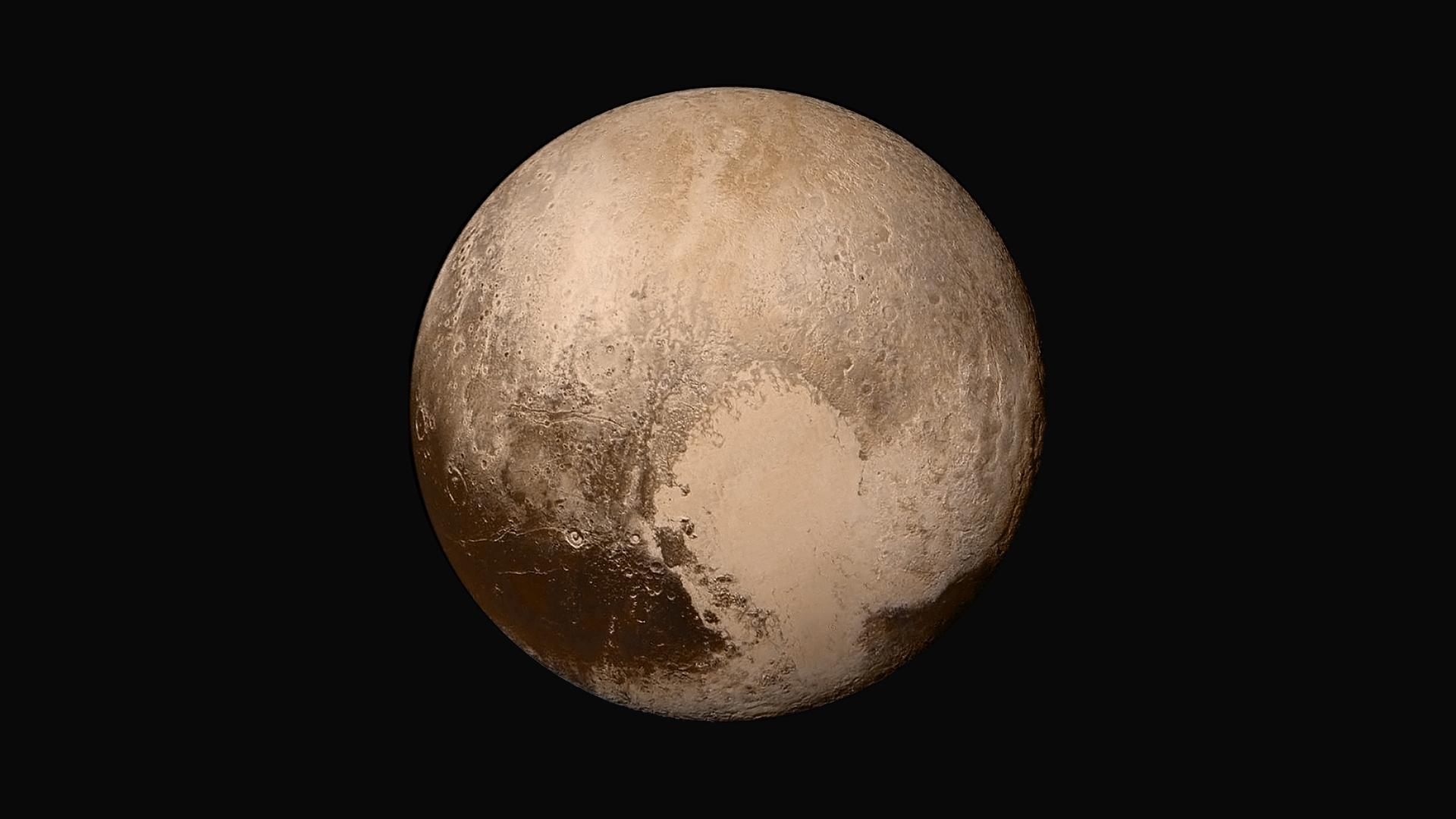 Zwergplanet Pluto in Echtfarben fotografiert von New Horizons
