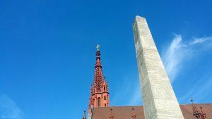 Marienkapelle und Obelisk auf dem Marktplatz in Würzburg am 2. September 2020
