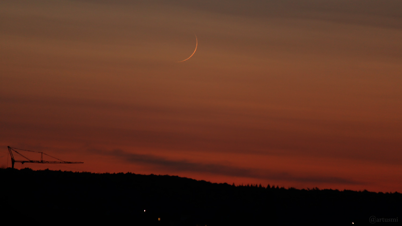 Schmale Mondsichel erstmals nach Neumond sichtbar am 18. September 2020 um 20:03 Uhr am Westhimmel von Eisingen